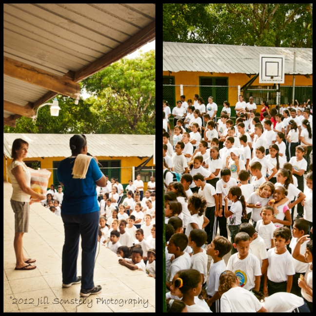 Presentation of the volleyball and net to the public school of Utila, Honduras.